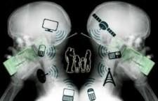 Nel Paese della bugia la verità è una malattia. Dicono che l'elettrosmog non esiste, o se esiste, è un problema poco rilevante e comunque assolutamente gestito in modo cautelativo: questa è, in sintesi, la posizione di molti dei protagonisti del mercato delle telecomunicazioni, ed in particolare della telefonia mobile. Questa posizione viene spesso rafforzata dal parere di scienziati e medici, magari nel corso di convegni e meeting finanziati proprio da multinazionali ed aziende di TLC