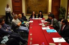 Evo Morales incontra i movimenti: unirsi è il solo modo per cambiare le cose. Ad incontrare il Presidente una delegazione di organizzazioni sociali e sindacali: tra essi la Fiom,  in prima linea nella difesa dei diritti dei lavoratori in una fase di forte conflittualità con le politiche di governo, A Sud, organizzazione indipendente impegnata su conflitti ambientali e partecipazione popolare che ha lavorato per anni in America Latina e specificamente in Bolivia, Action, movimento di lotta per il diritto all'abitare che lavora da anni anche nell'accompagnamento e assistenza ai migranti, il Crap, Coordinamento Romano Acqua Pubblica tra i protagonisti del referendum del 2011, infine, rappresentanti della Campagna italiana Stop-TTIP, che raccoglie decine di organizzazioni contro la firma del Trattato transatlantico su Commercio e investimenti in negoziazione (segreta) tra Usa e Ue.