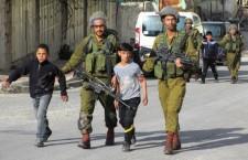 BAMBINI IN CELLA, LE VIOLAZIONI ISRAELIANE. Oltre 10.000 minorenni palestinesi arrestati negli ultimi 14 anni. Oggi sono circa 300 nelle prigioni d'Israele. Per loro non ci sono diritti: sono tenuti in isolamento, costretti a confessare con la forza e sono processati nei tribunali militari. La denuncia dell'Olp e delle Ong nel 25esimo anniversario dell'approvazione della Convenzione Onu sui diritti dell'Infanzia e dell'Adolescenza.