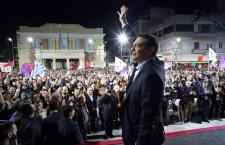 """Grecia, in """"piazza Europa"""" a cantare Bella Ciao e a festeggiare la vittoria di Syriza: """"Abbiamo vinto la paura"""""""