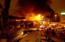I vostri compagni uccisi dall'amianto! I nostri familiari bruciati dal fuoco!