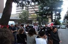 Napoli, sciopero e presidio al Centro Servizi Sanitari. Il contratto non è un ricatto!