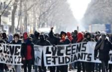Scontri a Parigi. Notti in piedi e piazze piene contro il jobs act francese