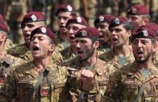 Duecento parà in Libia. Com'è umanitario Renzi!