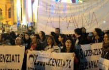 Licenziamenti ad Almaviva e pioggia di miliardi ai banchieri