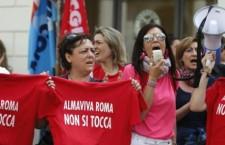 «Siamo i 1666 licenziati di Almaviva: venite in piazza con noi!»