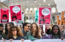Jobs Act, aumentano i licenziamenti, giù i contratti stabili