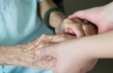 Invecchiare spendendo e morire risparmiando