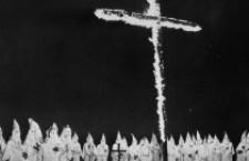 OBBLIGO CROCIFISSO IN LUOGHI PUBBLICI EREDITA' FASCISMO: Salvini erede di Mussolini e del Ku Klux Klan