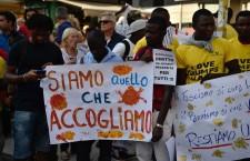 Palle di fuoco che vengono dalle stelle: la lista dei 340 migranti che si sono uccisi