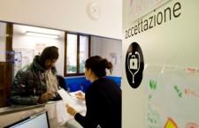 Stigma, burn-out, precarietà: il lavoro (difficile) nei servizi per i migranti