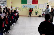 Cosa insegnare ai bambini? Inculcare l'idea della guerra agli ultimi