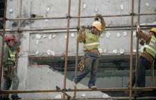 I morti sul lavoro aumentano ma il governo taglia i fondi per la sicurezza