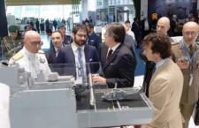Da antimilitaristi a guerrafondai: il M5s ora plaude all'export di armi italiane ai sauditi