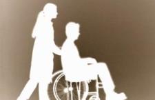 I tanti modi con cui il reddito di cittadinanza penalizza le famiglie caregiver