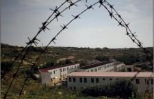 Nell'hotspot di Lampedusa tra degrado e disumanità