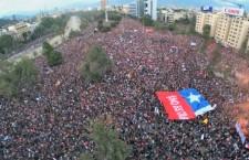 Contro il capitalismo la gente scende in strada in tutto il mondo per chiedere un sistema umanizzato