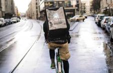 L'Inail impone l'assicurazione per i rider, Deliveroo risponde cancellando gli incentivi