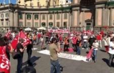 Napoli: cariche della polizia contro il corteo dei lavoratori