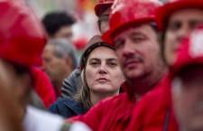 Ai lavoratori sfruttamento e caporalato, ai manager stipendi d'oro