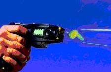 Crisi: Il governo  pensa alla  pistola  Taser