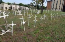 I cimiteri dei feti: un uso idolatrico di simboli religiosi e la perenne colpevolizzazione delle donne.