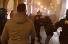 Bologna: Violente cariche contro il corteo che chiedeva reddito e salute