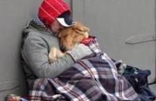 Torino: il Bancomat dei senza casa, il giornalismo che vola basso (come gli avvoltoi)