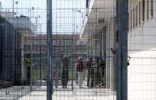 La lunga storia ignobile dei centri di detenzione per migranti