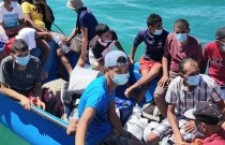 Intercettare giornalisti e avvocati e impedire i soccorsi in mare. Salvini? no Minniti