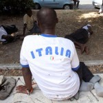Più rimpatri, lavoro e meno diritti per i richiedenti asilo