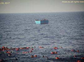 migranti-in-mare-270x200